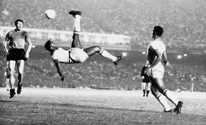 """""""La idea de que el futbol refleja a la sociedad es una idea falsa"""": Pablo Alabarces"""