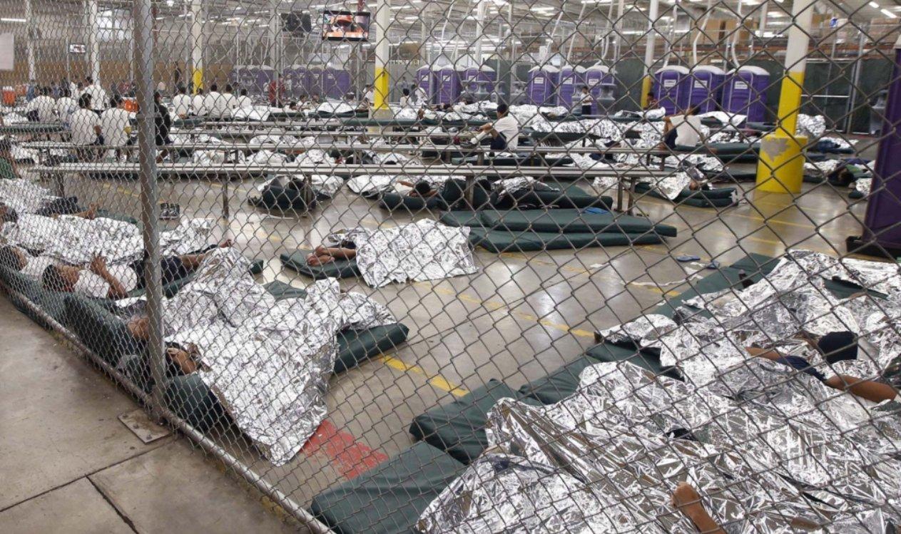Niños inmigrantes retenidos y enjaulados en EEUU
