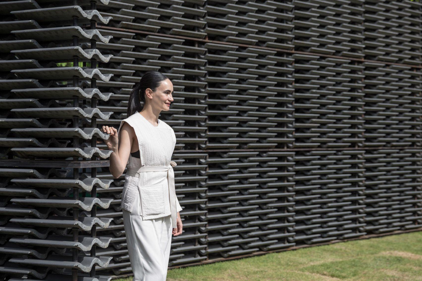 El Pabellón de la Serpentine diseñado por Frida Escobedo, abre sus puertas